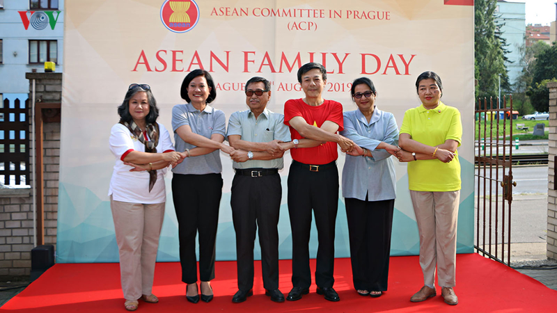 Hình ảnh ASEAN đoàn kết tại Praha