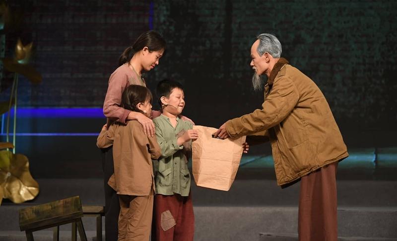 """Chương trình """"Muôn vàn tình thương yêu"""": Xúc động, kính yêu và tự hào về Bác"""