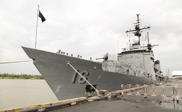 Tàu Hải quân Philippin thăm và giao lưu Hải quân nhân dân Việt Nam