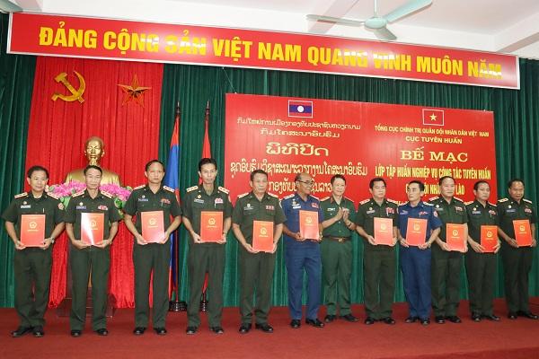 Tập huấn nghiệp vụ công tác Tuyên huấn cho cán bộ QĐND Lào