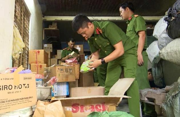 Đà Nẵng: Phát hiện kho dược liệu hết hạn, không rõ nguồn gốc