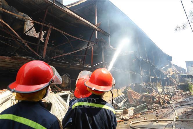 Thủ tướng chỉ đạo khẩn trương xử lý hậu quả vụ cháy Công ty Rạng Đông