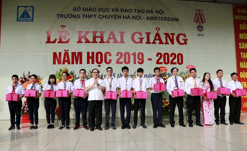 Hơn 2 triệu học sinh Thủ đô nô nức dự lễ khai giảng năm học mới