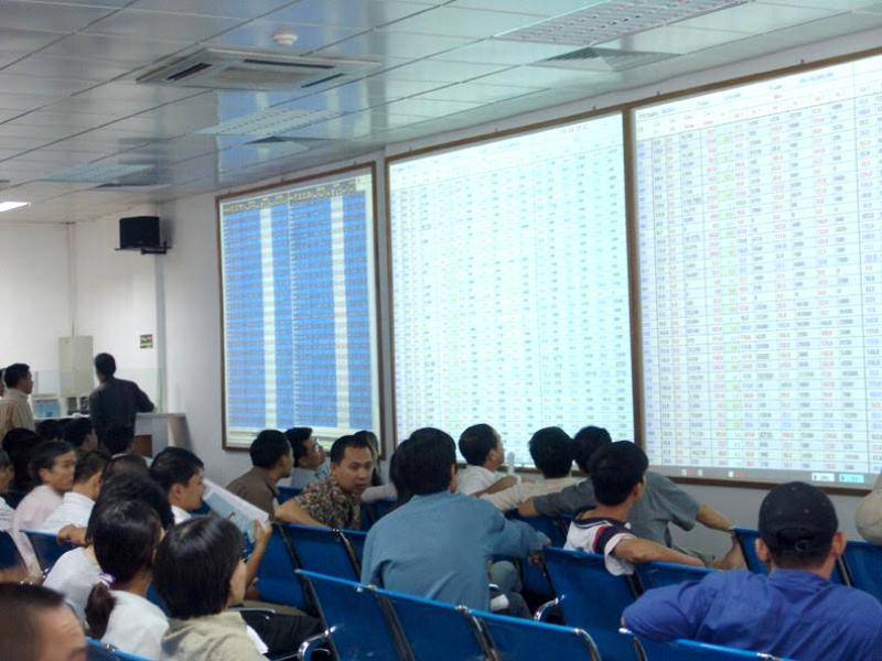Tháng 8/2019: Giá trị giao dịch cổ phiếu niêm yết giảm 6%