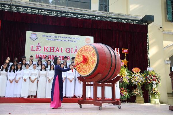 Nô nức khai giảng năm học mới tại Trường THPT Chu Văn An