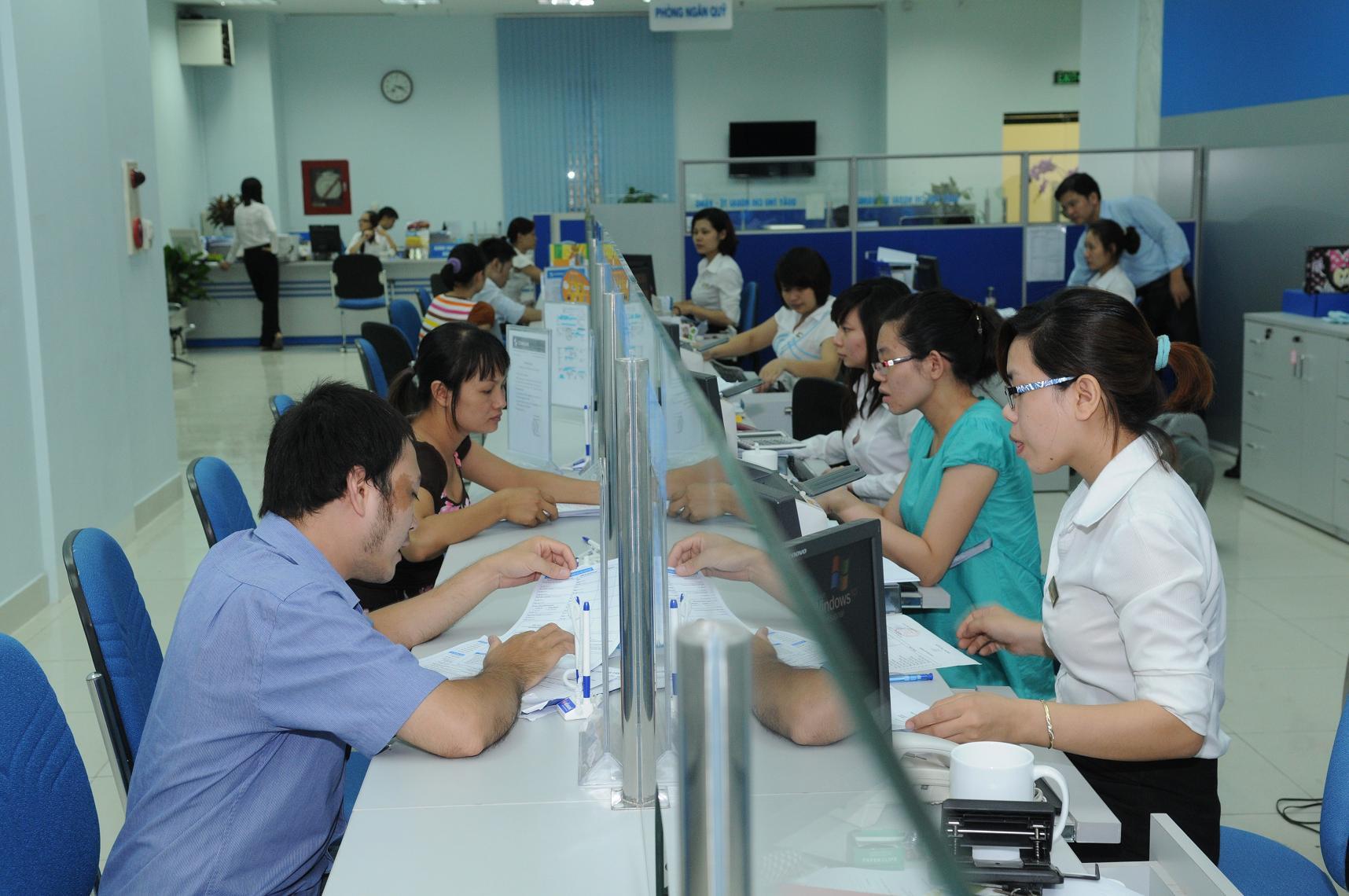 Lãi suất giao dịch liên ngân hàng bằng VND tăng ở hầu hết các kỳ hạn