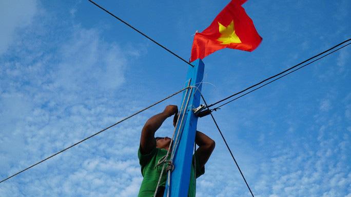 Một triệu lá cờ Tổ quốc cùng ngư dân bám biển