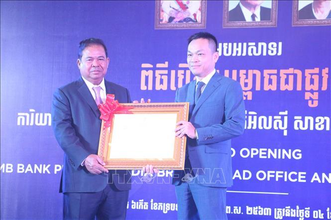 Thống đốc Ngân hàng Quốc gia Campuchia đánh giá cao đóng góp của các doanh nghiệp Việt Nam