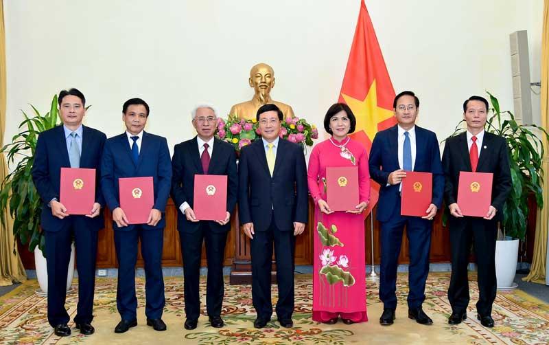 Trao Quyết định bổ nhiệm 6 Đại sứ nhiệm kỳ 2019 - 2022