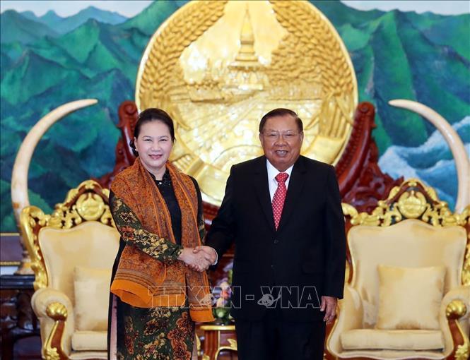 Lào và Việt Nam sẽ tiếp tục kề vai, sát cánh cùng nhau phát triển