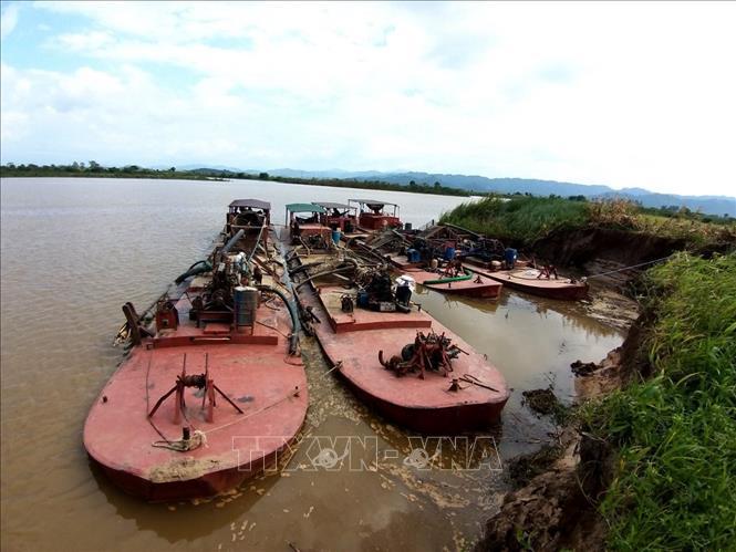 Đề xuất phương án xử lý bốn tàu khai thác cát trái phép