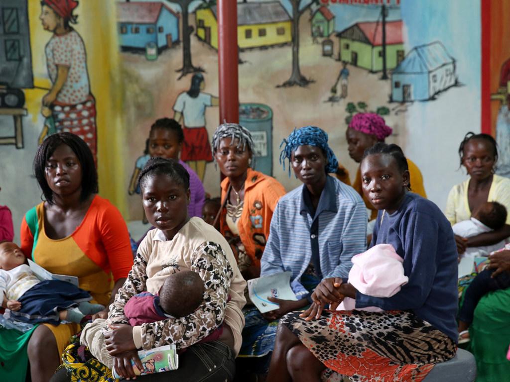 Tăng cường đầu tư bảo đảm phổ cập y tế toàn cầu
