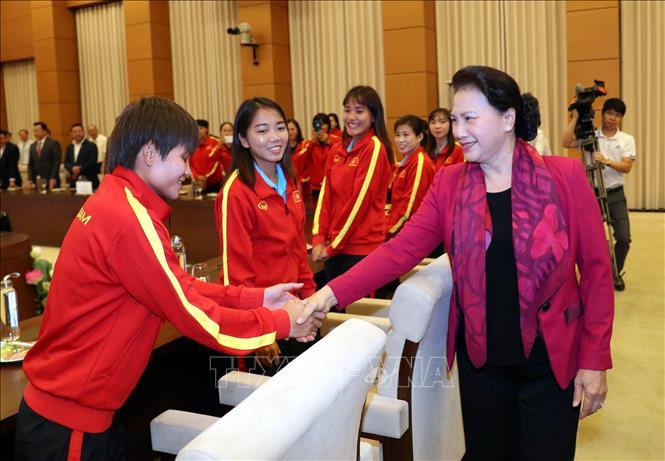 Chủ tịch Quốc hội gặp mặt Đội tuyển Bóng đá nữ Việt Nam