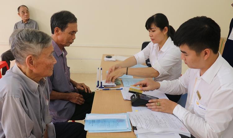 Bắc Kạn: Chi trả lương hưu, trợ cấp BHXH qua thẻ
