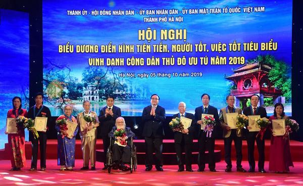 """Hà Nội biểu dương """"Người tốt, việc tốt"""", vinh danh Công dân Thủ đô ưu tú năm 2019"""