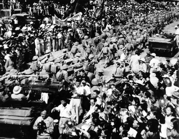 Không khí hào hùng Ngày Giải phóng Thủ đô năm 1954