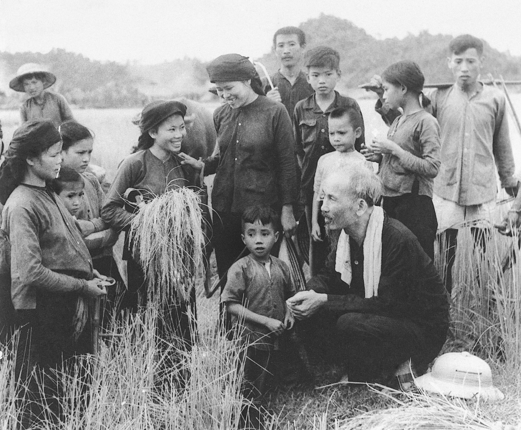 Chủ tịch Hồ Chí Minh gửi thư cho nông dân