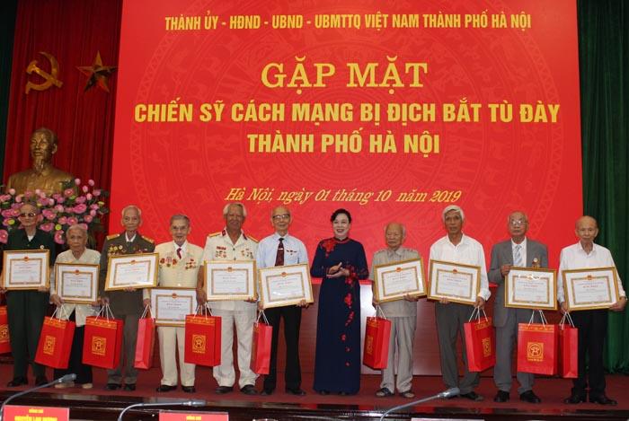 Hà Nội gặp mặt 218 chiến sĩ cách mạng bị địch bắt tù đày