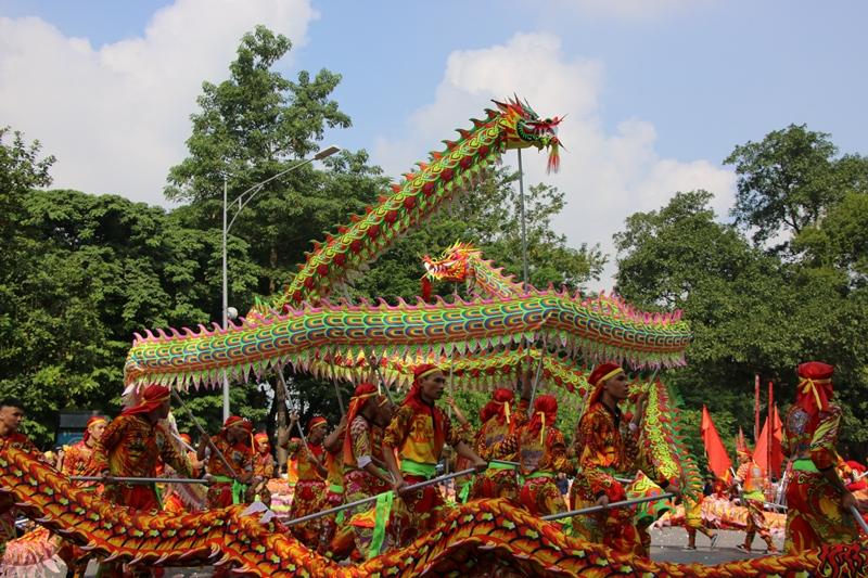Rộn ràng liên hoan múa Rồng trên phố đi bộ hồ Hoàn Kiếm