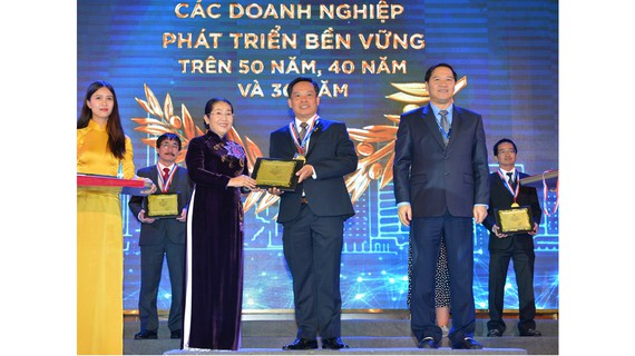 """Tôn vinh  108 doanh nghiệp có """"Sản phẩm, dịch vụ tiêu biểu TP Hồ Chí Minh"""" năm 2019"""