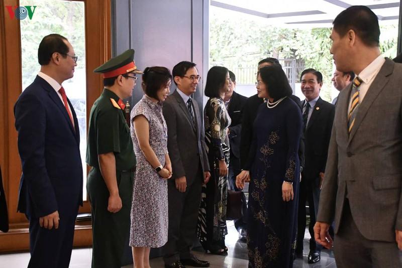 Phó Chủ tịch nước thăm và làm việc với Đại sứ quán Việt Nam tại Indonesia