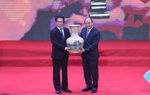 Doanh nghiệp là đôi cánh để nền kinh tế Việt Nam bay lên