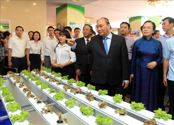 Thủ tướng Nguyễn Xuân Phúc: Xây dựng nông thôn mới cốt lõi là giữ gìn văn hóa và nâng cao đời sống của nhân dân    🎥