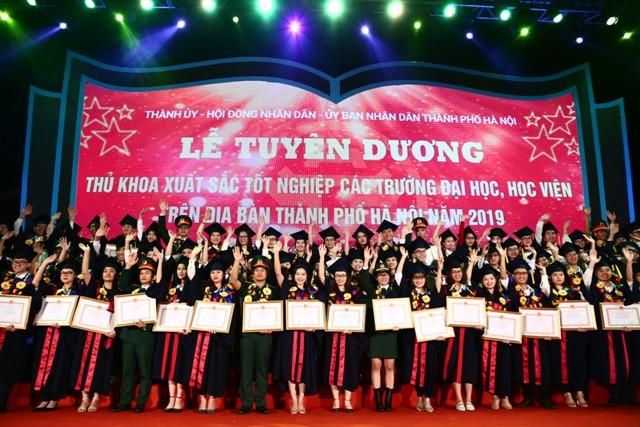 Hà Nội tuyên dương 86 thủ khoa xuất sắc