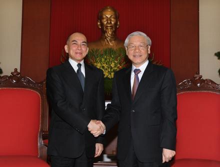 Điện mừng Quốc vương Campuchia Nô-rô-đôm Xi-ha-mô-ni.