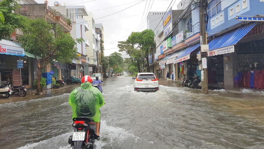 Phú Yên đã di dời 10.000 người dân đến nơi an toàn
