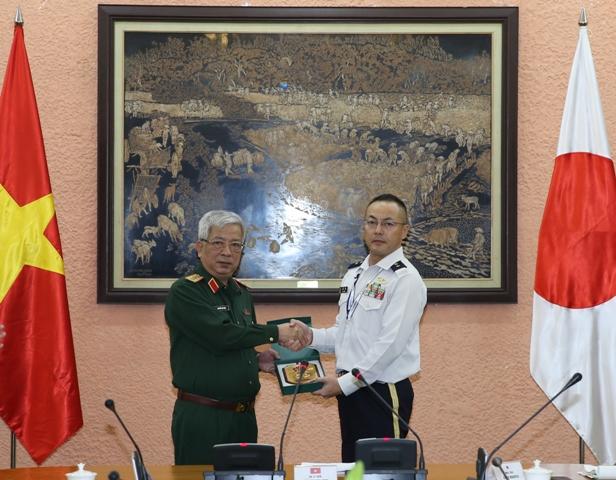 Thượng tướng Nguyễn Chí Vịnh tiếp đoàn đại biểu lực lượng phòng vệ Nhật Bản