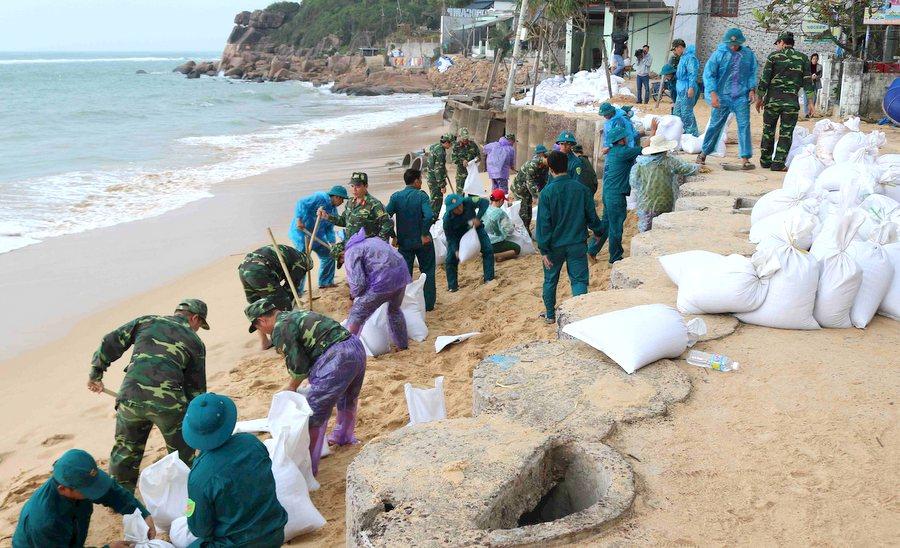 Gần 10.000 người dân tỉnh Bình Định được di dời đến nơi an toàn