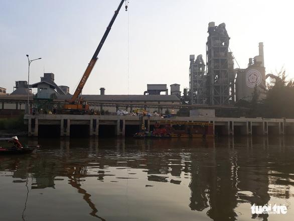 Bục ống dẫn, 7 tấn dầu của Công ty Chinfon tràn ra ngoài