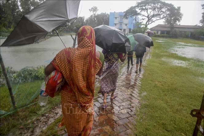 Bangladesh và Ấn Độ sơ tán hơn 2 triệu người tránh bão Bulbul