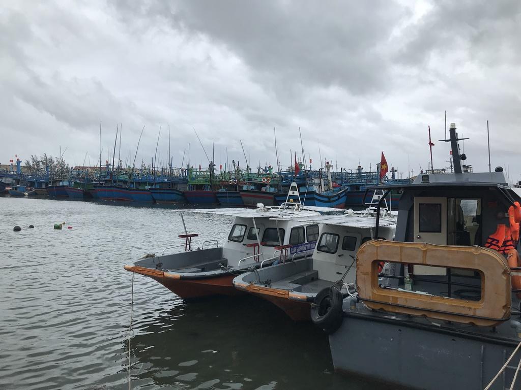 Cứu nạn hai ngư dân nuôi hải sản lồng bè ở Vạn Ninh, Khánh Hòa