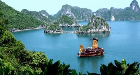 Quang Ninh announces establishment of Department of Tourism