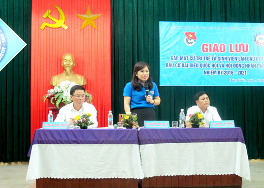 Quang Ninh organizes exchange with student voters