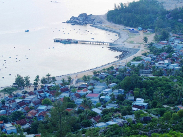 Binh Dinh province to benefit submarine power cable project
