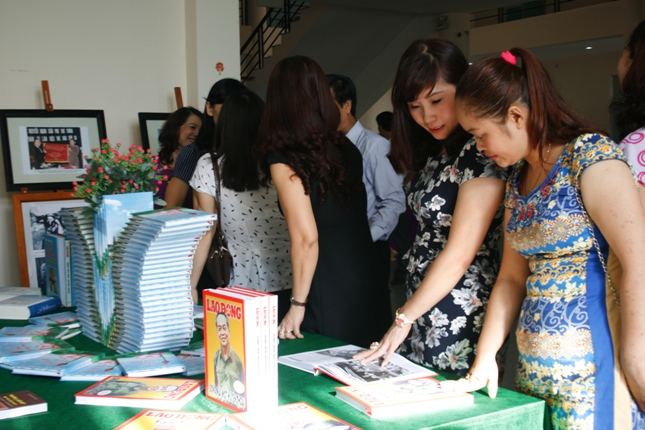 Photo and document exhibition on Vietnam's sea and islands