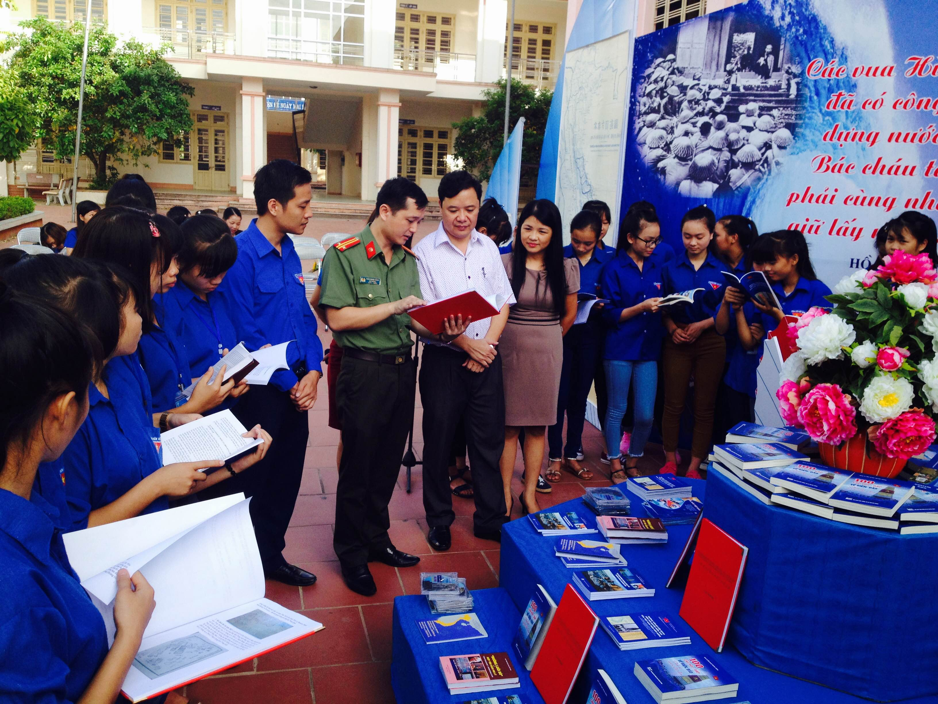 Thai Nguyen youth increase communications about nation's sea and islands