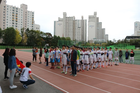 Overseas Vietnamese students in RoK organize football tournament to raise funds to support Central region