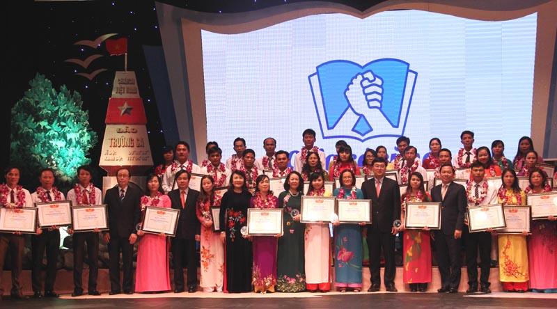 42 teachers from islands honoured