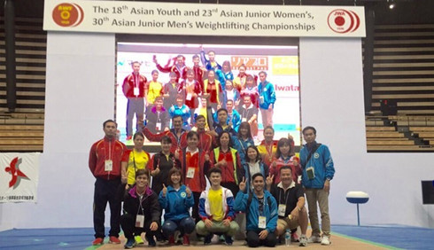 Vietnamese lifters win 17 titles at Asian champs