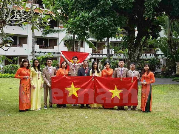 Prizes for all six Vietnamese students at int'l science olympiad