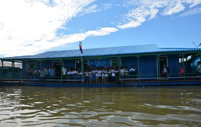 Primary school for overseas Vietnamese children inaugurated on Tonle Sap lake