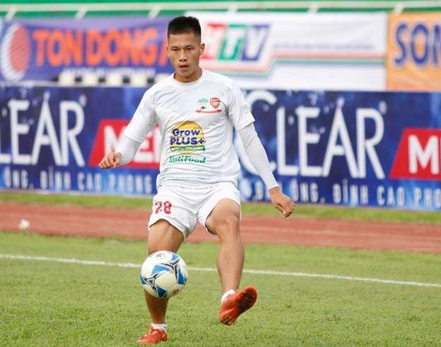 Vietnamese player to play football in the Republic of Korea