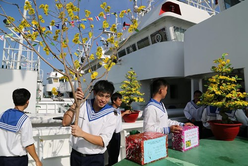 Spratly Islands soldiers welcome Tet