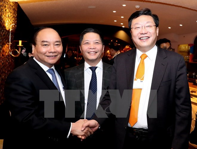 PM stresses human resource development for industrial revolution
