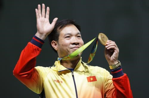 Shooter Hoang Xuan Vinh voted best athlete of 2016