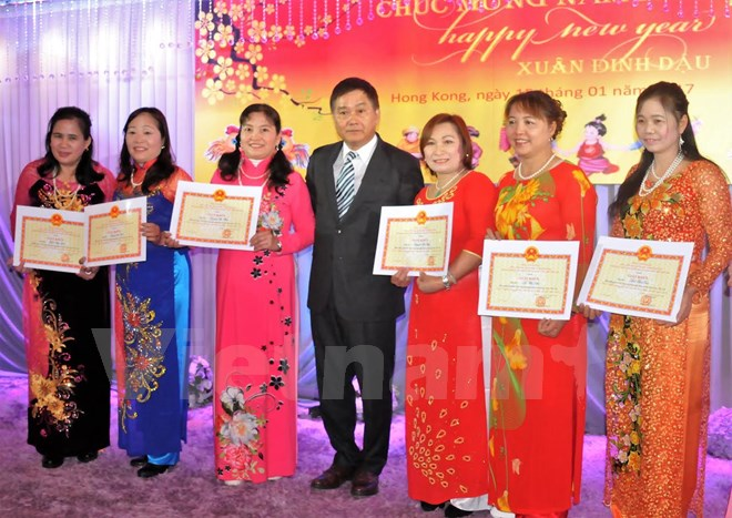 Overseas Vietnamese welcome Lunar New Year of the Rooster